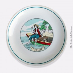 """Assiette en porcelaine Jean de la Fontaine image d'Épinal """"LE PETIT POISSON ET LE PECHEUR"""""""