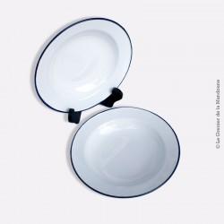 2 assiettes en tôle émaillée blanche à bord bleu marine