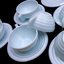 6 tasses anciennes à café ou thé avec soucoupes. Opaline mint bleu pâle 50's Art Déco