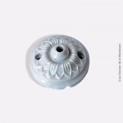 Ancienne rosace en porcelaine motif floral Lotus