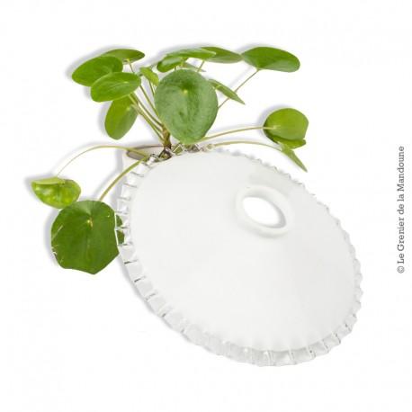 Le Grenier de la Mandoune. Ancien Abat-jour Opaline blanche dentelée transparente