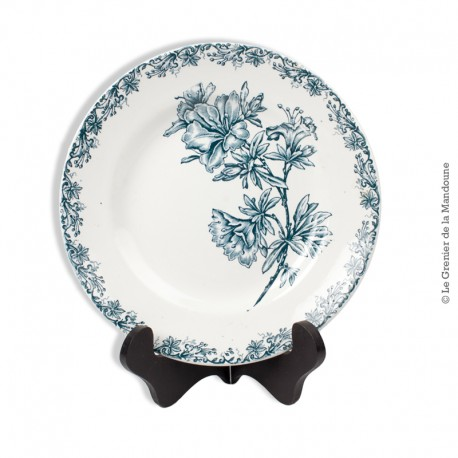 Le Grenier de la Mandoune. Assiette St Amand, modèle Flore. Ste des Grands Établissements Céramique. French Antique