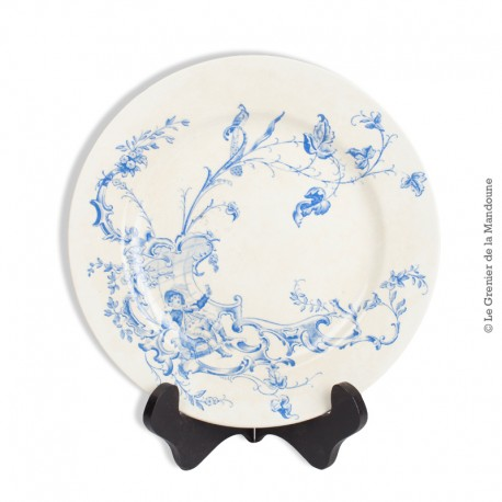 Assiette J.V.B. Terre de Fer en bleu, Vieillard Bordeaux, modèle Buveurs. French Antique