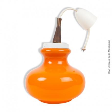 Le Grenier de la Mandoune. Vintage, lustre suspension opaline orange années 60/70