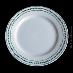 Assiette plate en porcelaine opaque de GIEN Terre de Fer, collection LAURIERS