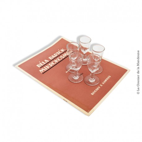 Le Grenier de la Mandoune. 5 petits verres 19ème ou début 20ème siècle, soufflé / moulé