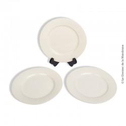 Le Grenier de la Mandoune. 3 assiettes plates blanc-cassé Digoin Sarreguemines, 1920 - 1950