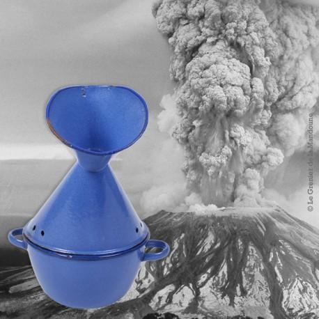 Le Grenier de la Mandoune. Inhalateur émaillé bleue grand format VINTAGE