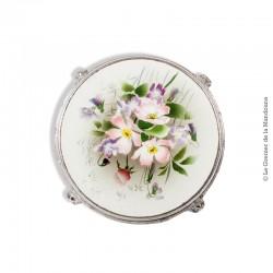 Dessous de plat ancien en faïence cerclé de métal, décor  «Fleurs». French Vintage