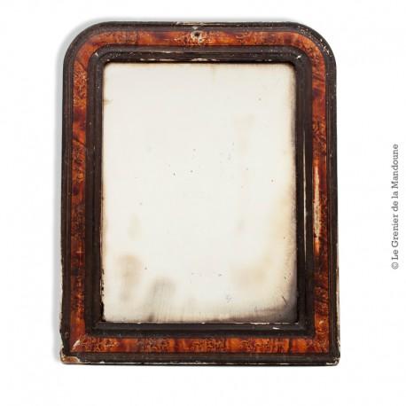 Le Grenier de la Mandoune. Petit miroir style Louis-Philippe à décor imitation bois de loupe. French Antique