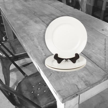 Le Grenier de la Mandoune. 4 anciennes assiettes plates , faïence blanche France, avec tampon numéroté incrusté. Fin 19ème