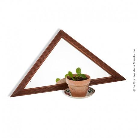 Ancien miroir en triangle isocèle cadre en bois, année 1950 / 1960