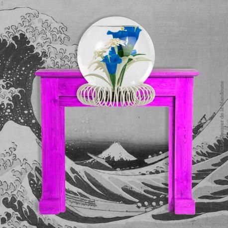 Le Grenier de la Mandoune. Boule à eau en verre vintage avec inclusion de fleurs sur socle