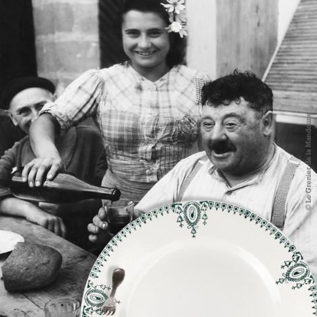Le Grenier de la Mandoune. 2 assiettes plates St Amand, Nouvelles Usines Céramique du Nord, n° 423 F. Made in France 1908 - 1962