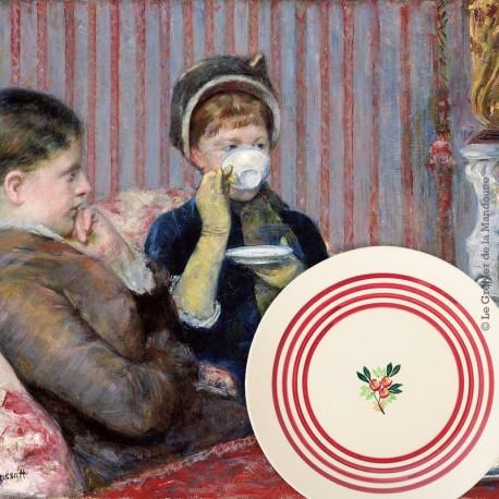 Le Grenier de la Mandoune. Lot de 7 assiettes à dessert Gien France, décor fleuri et lignes rouges. French vintage