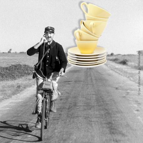 Le Grenier de la Mandoune. Lot de 6 tasses jaunes Faïencerie Badonviller. French Vintage