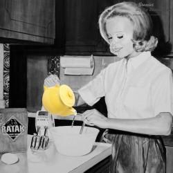 Le Grenier de la Mandoune. Théière en céramique jaune vintage. 75cl