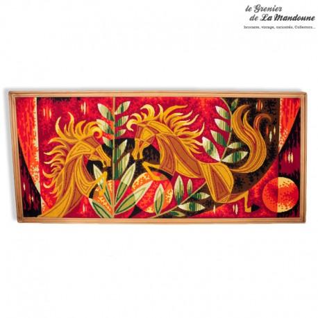 Le Grenier de la Mandoune. Tapisserie Canevas motifs chevaux stylisés année 1970 inspiration Jean Lurçat, vintage