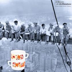 Le Grenier de la Mandoune. 2 tasses à chocolat vintage Arcopal motif fleurs oranges