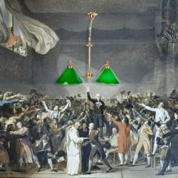 Lustre Billard vintage, deux lampes à opaline verte et laiton moulé