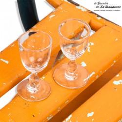 Le Grenier de la Mandoune. 2 petits verres 19ème ou début 20ème siècle, soufflés / moulés