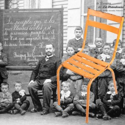 Le Grenier de la Mandoune. Chaise à lattes en métal indus, dans son jus, année 1960
