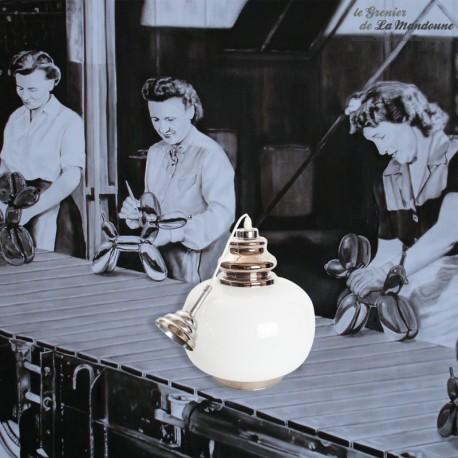 Le Grenier de la Mandoune. Lustre suspension opaline blanc décor argenté,  années 1960. French Vintage