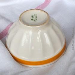 Bol ancien faïence à côtes, coloris blanc bande orangée. Old Bowl
